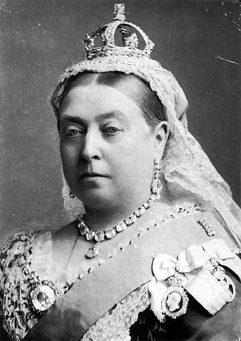 1882-photograph of Queen Victoria by Alexander Bassano