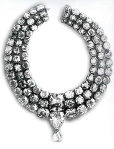 The necklace of Khande Rao ,Gaekwar of Baroda,made his necklace with both the star of the south diamond and the english dresden diamond below it.