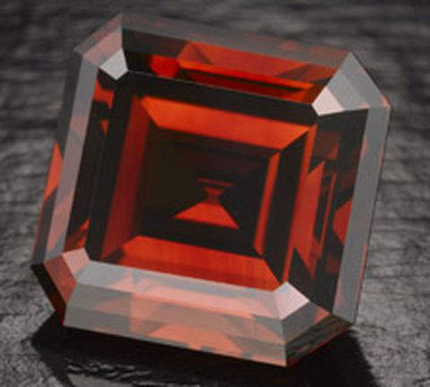 "5.05-carat, emerald-cut ""Kazanjian Red"" diamond"