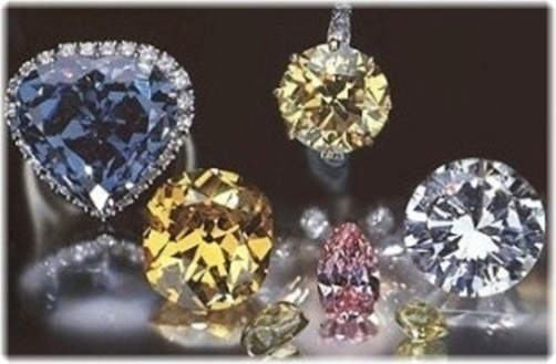 Blue Heart diamond exhibited with the Shepard diamond (yellow cushion-shaped), the Pearson diamond (white round-brilliant) and other diamonds