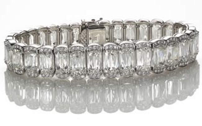Bracelet incorporating elongated Ashoka-cut diamonds