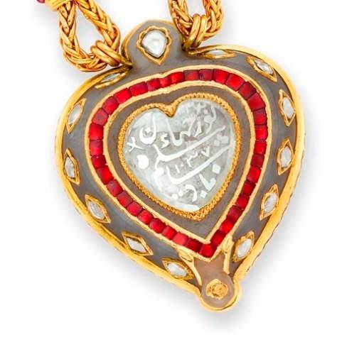 Close-up of the inscribed Taj Mahal/Nur Jahan diamond pendant