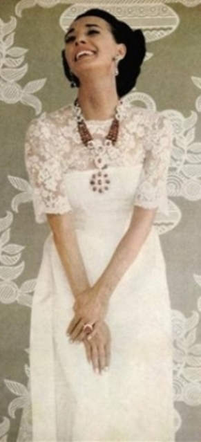 Countess Alina de Romanones wearing the ruby and diamond necklace/brooch combination