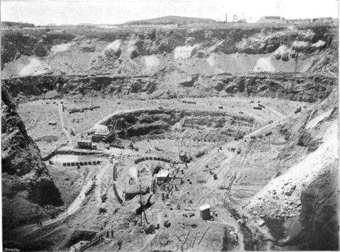 extensive-open-pit-mining-at-the-premier-diamond-mine-before-1948