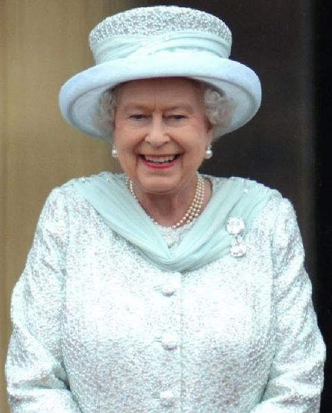 """Her majesty the queen wearing 'Grannys chips"""" during diamond jubilee celebrations"""