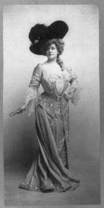 Lilian Russel as Lady Teazle in the 1904 opera by the same name