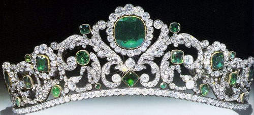 marie-therese-duc-d-angouleme-emerald-and-diamond-tiara-french-crown-jewels