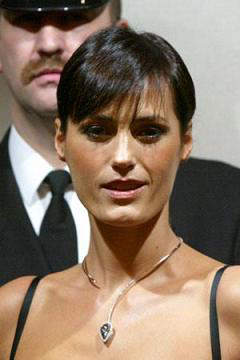 Super model Yasmin Le Bon wearing the Blue Empress necklace during its unveiling at Harrods in November, 2003