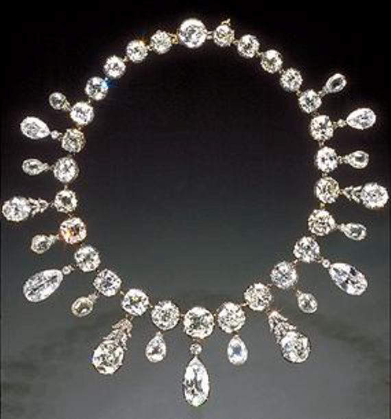 Napoleon's Diamond Necklace with briolette-cut fringes at the NMNH of the Smithsonian Institution