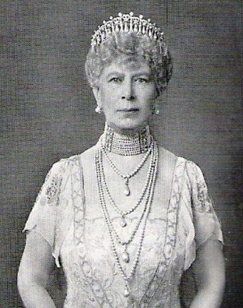 Queen Mary wearing the modified version of the Lover's Knot tiara