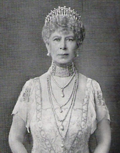 Queen Mary wearing the 1913 version of the Cambridge Lovers Knot Tiara, with the pearl spikes removed and 4 of these pearls are used as pendants on the 4-strandard pearl necklace.