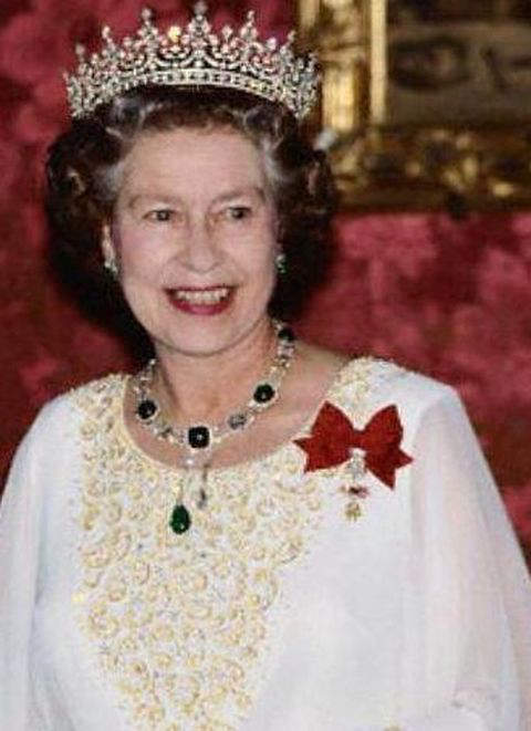 rare-occasion-queen-elizabeth-ii-is-seen-wearing-the-delhi-durbar-necklace-without-the-vladimir-tiara