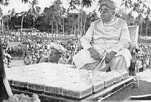 Aga khan III being weighed against boxes of diamonds at bombay in 1946