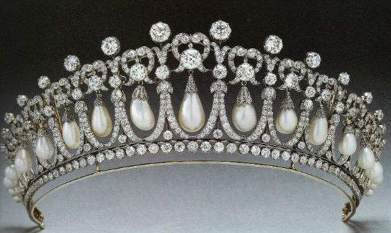 The 1913 version of the Cambridge Lovers Knot Tiara with the spikes removed.