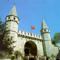 topkapi-museum-entrance-imperial-gate-bab-i-humayun