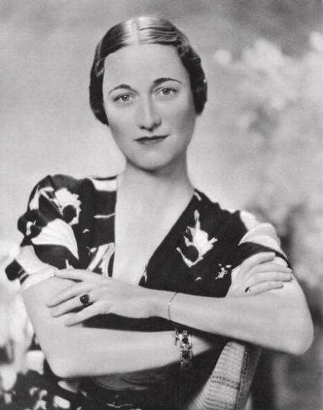 Wallis Simpson in 1936 wearing the emerald engagement ring