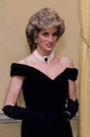 White House photograph of Princess Diana wearing 7-strand pearl choker with diamond and sapphire centerpiece